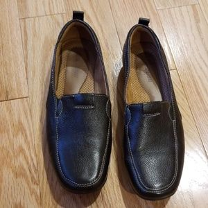 Naturalizer Black Pleather Loafers w/rubber soles